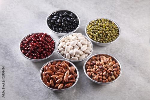 Fototapeta Assorted Beans Arranged In Group obraz