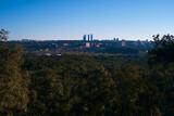 Fototapeta Fototapeta Londyn - krajobraz poranek wschód słońca miasto madryt drzewa zieleń panorama