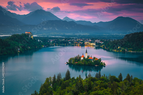Fototapeta Lake Bled and church on the island at sunset, Slovenia obraz