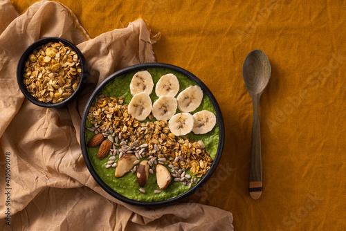 Fototapeta Granola com creme de abacate obraz