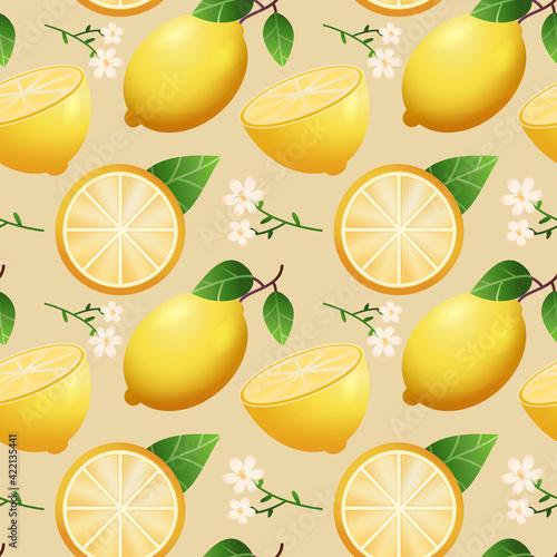 Powtarzalny wzór złożony z plasterka, połówki i całego owocu cytryny z kwiatami i liśćmi na jasnym tle.