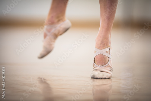 Legs and slippers of classical ballet dancers rehearsing Fotobehang