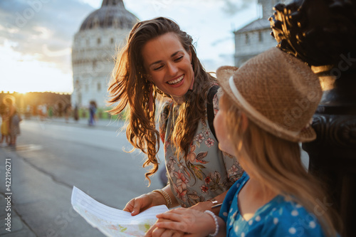 smiling trendy mother and daughter with map Fototapet