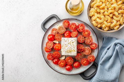 Billede på lærred Cooking baked feta pasta
