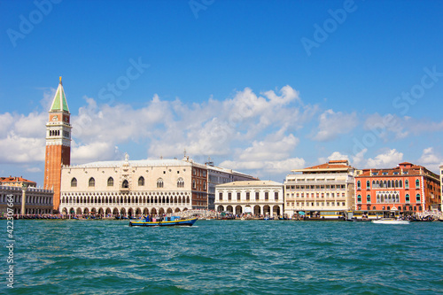 Canvastavla The historical Doge's palace and Campanile of Saint Mark's Cathedral on Piazza di San Marco, view from the the Grand Canale in Venice, Italy