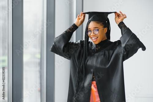 Fényképezés pretty african female college graduate at graduation