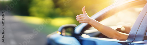 Fotografie, Obraz Woman inside her car gesticulate thumb up