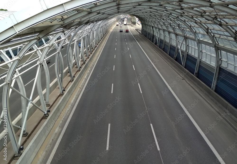 Fototapeta Trasa autostrada szara naprzód asfalt aspiracja zakole niebieski most budowy zachmurzony dzień gol kierunek odległość suchy szary autostrada horyzont pejzaż linia długo znak nowoczesny nowy nowo