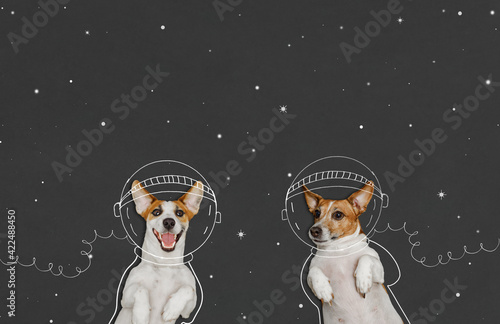 Tableau sur Toile dogs in the space suit drawing on blackboard.