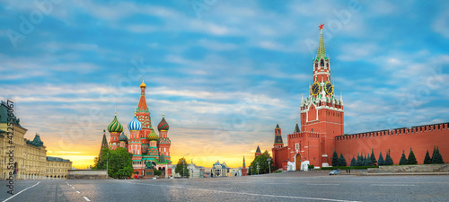 Moscow, Russia. Sunrise over Red Square and Saint Basil Cathedral Fototapet