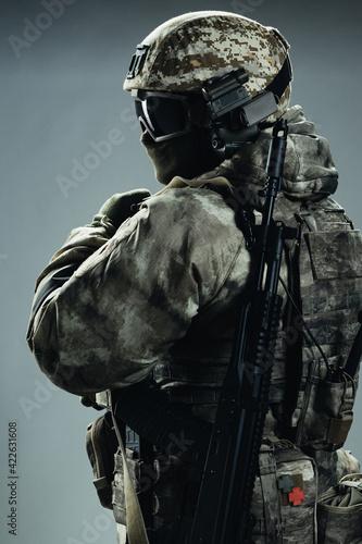 Fotografia, Obraz Male special forces soldier in grey winter uniform