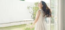 踊る女性 健康 ヘルスケア ライフスタイルイメージ