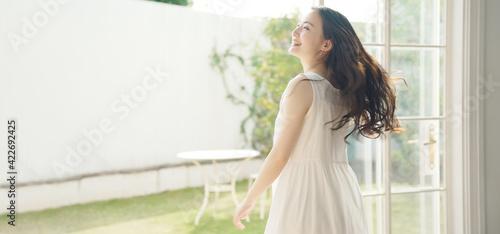 Fotografie, Tablou 踊る女性 健康 ヘルスケア ライフスタイルイメージ