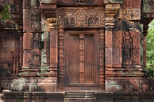 Decorative Door Stone Carving At Banteay Srei (Banteay Srey) Ancient Temple Made Of Pink Sandstone Dedicated To The Hindu God Shiva, Angkor Wat, Khmer Culture, Siem Reap, Cambodia