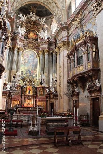 Papel de parede choir of a baroque church (peterskirche) in vienna (austria)