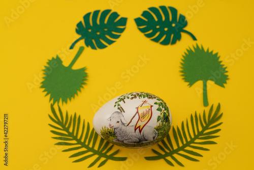 Fototapeta Wielkanoc baranek żółty święta radość życie jajko pisanka decoupage obraz