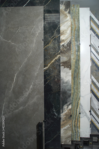 Foto Exhibitor of porcelain stoneware for pavements, store of ceramic materials for c