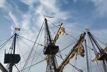 Mástil, Vergas, Asta, Bandera Y Cofa De Un Vigía Del Siglo XVI