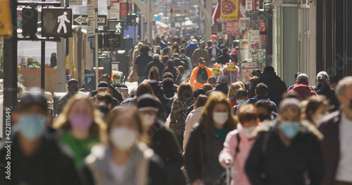 Fotomural Anonymous crowd of people walking street wearing masks during Covid 19 pandemic