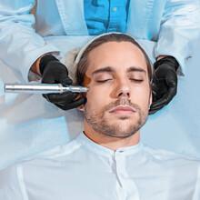 Dermapen Micropunción Microdermoabración Medicina Estética Medico Estético Blanco Rostro Salud Belleza  Hospital Esteticista Hombre Hombre Durmiendo Médico Piel Piel Hospital Masculino Tratamiento