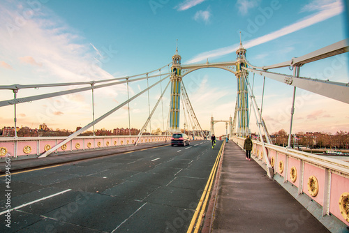 Photo The Albert Bridge is a road bridge over the River Thames in London