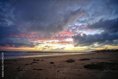 Pink dramatic sky at the beach near Bretignolles-sur-Mer in France Fototapet