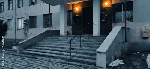 Fotografija The entrance to the Tsar Soviet administrative building with yellow lanterns