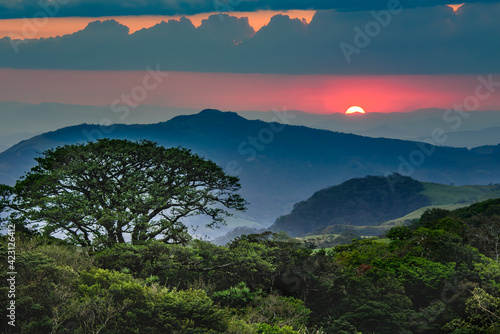 Canvas-taulu beautiful landscape of Costa Rica, rain forests, mountains, rivers and waterfalls
