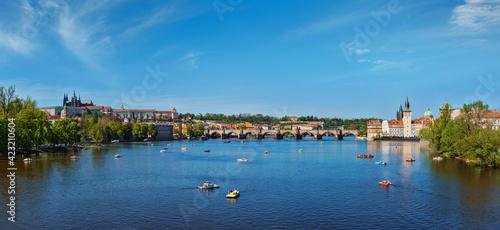 Tela Panoramic view of Vltava river, Charles bridge and Gradchany Prague Castle