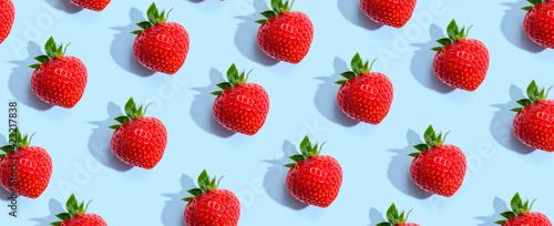 Obraz Fresh red strawberries overhead view - fototapety do salonu