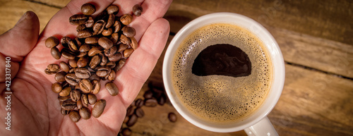 Foto Freshly brewed cup of coffee on a wooden table - studio photography