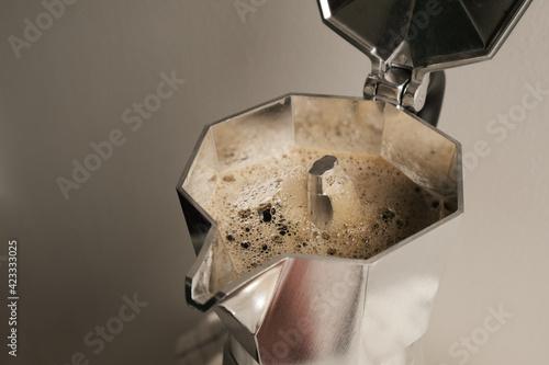 brewing italian coffee with a moka pot Fototapet