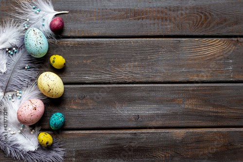 Obraz Layout of colorful Easter eggs and birds feather, top view - fototapety do salonu