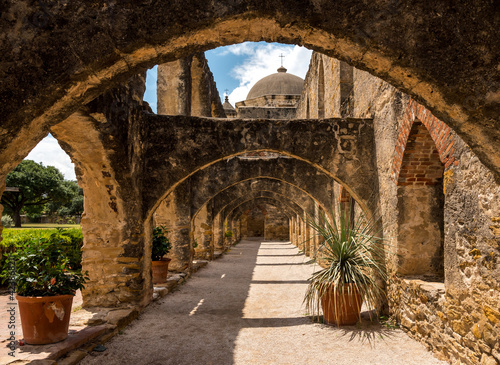 Canvas Print Arch walk way at the San Jose mission in San Antonio, TX USA.