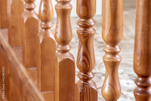 Fotografía Element of a wooden interior staircase. Wooden baluster close-up.