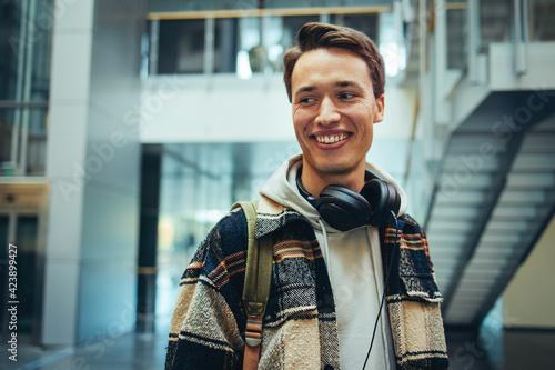 Male student in high school with headphones Fototapet