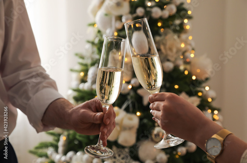 Fotografie, Obraz People clinking glasses with champagne at home, closeup