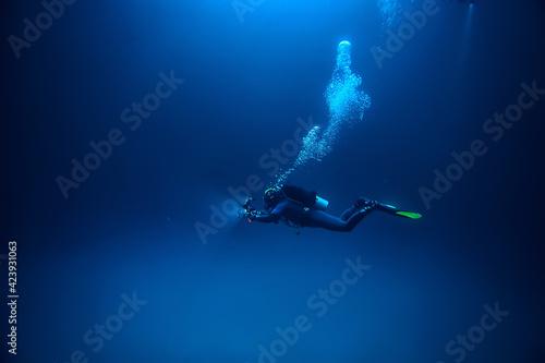 Tableau sur Toile cave diving, diver underwater, dark cave, cavern landscape