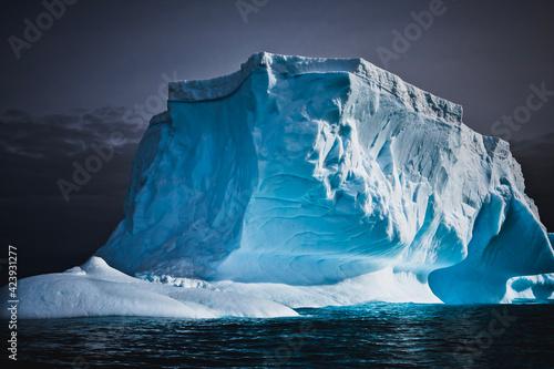 Obraz na plátně Antarctic iceberg