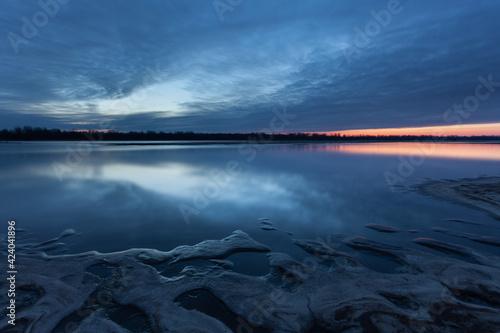 Fototapeta Sunrise on the Vistula River, Ciszyca, Konstancin Jeziorna, Mazowsze, Poland obraz