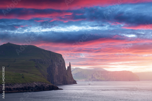 Gorgeous faroese landscape with famous Witches Finger cliffs Fototapet