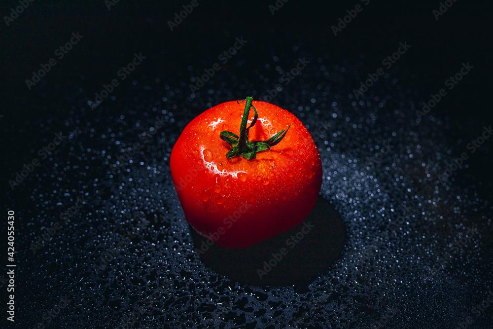 Fototapeta czerwony pomidor krople wody