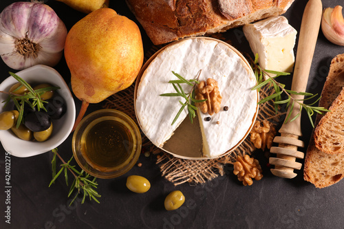 Fotografie, Obraz camembert with bread,  honey and pear