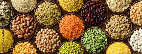 Fototapeta Various colorful legumes and cereals in bowls background. obraz