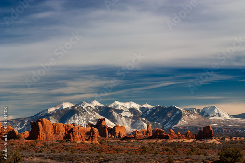 Foto The La Sal Mountains with the Windows Area in the Foreground, Arches National Park, Utah, USA