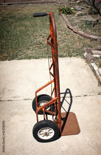 Fotografía Old rusted industrial handcart