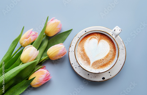 Fototapeta Spring tulips and cup of coffee obraz na płótnie