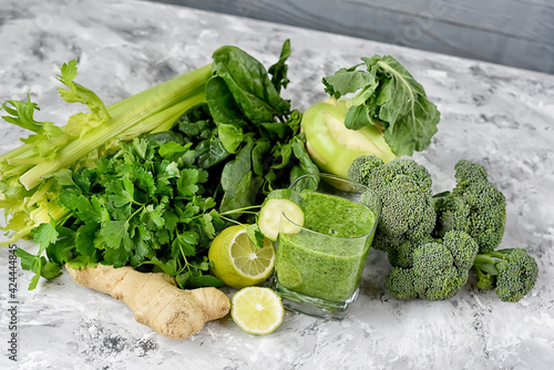 Fotografia, Obraz green smoothie and green vegetables and herbs.