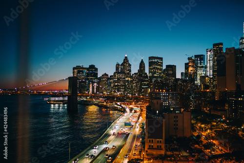 Obraz na plátně Evening skyline of Manhattan skyscrapers with Hudson river