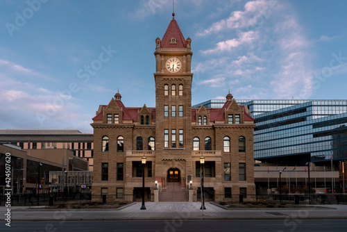 Calgary's old stone city hall. Fotobehang